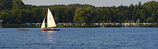 Segelboot auf dem Unterbacher See
